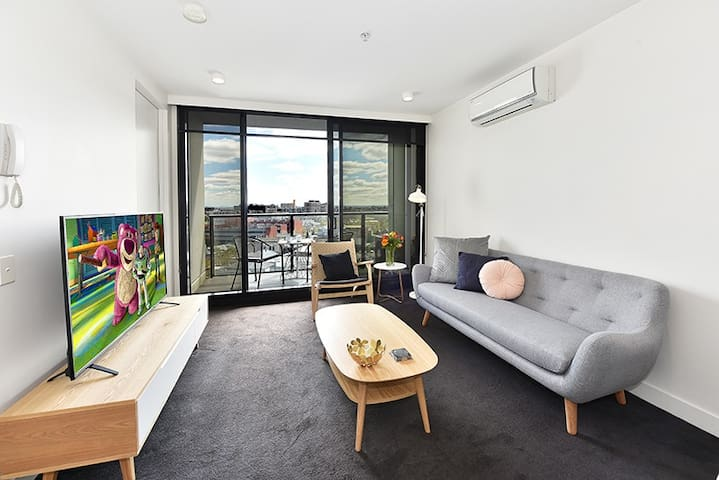 1 Bedroom Apartment Mackenzie Street Melbourne