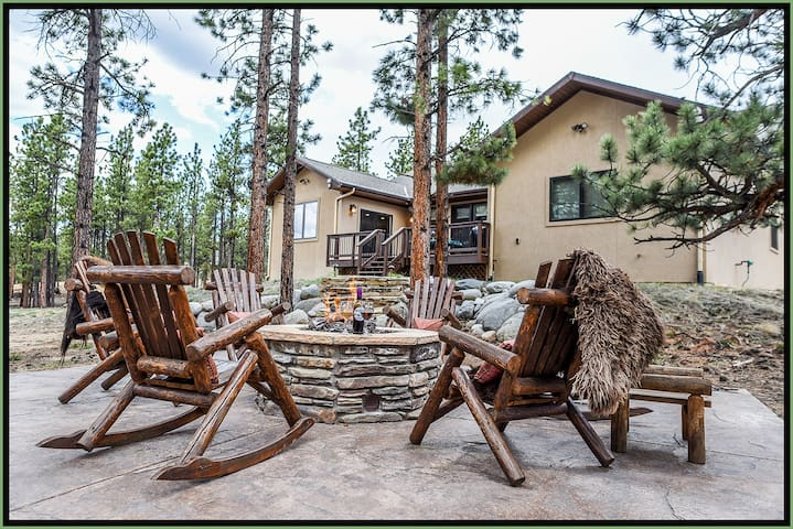 PINE GROVE CABIN *Close to hot springs and trails*