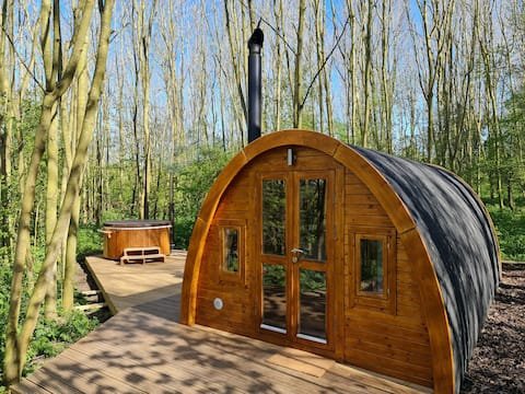 The Woodland Cabin with Wood Fired Hot Tub