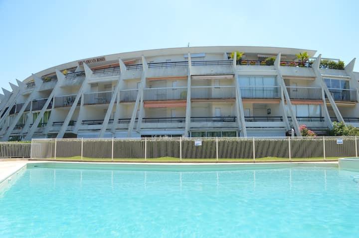 Superbe studio climatisé avec piscine et terrasse