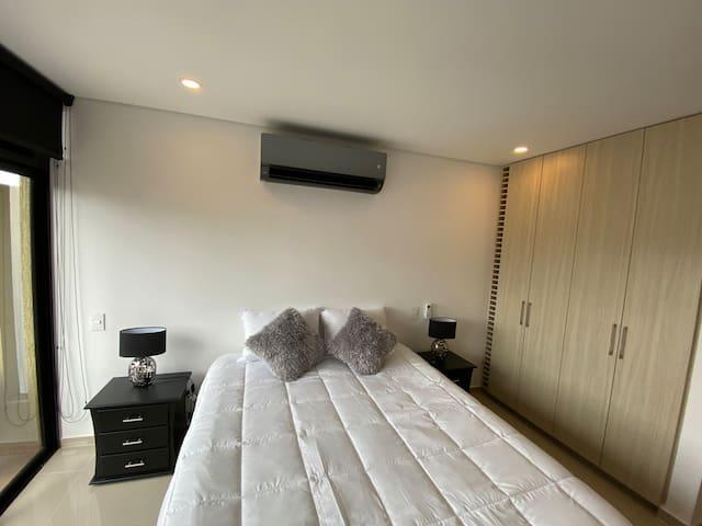 Cama 1,60 , aire acondicionado de lujo y closet