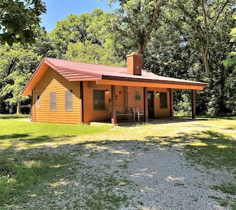 Kishauwau's Starved Rock Area Cabins - Studio (Bridge) Cabin - sleeps either 3 adults or 2 adults/2 kids