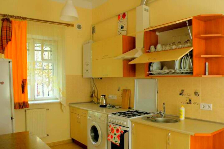 кухня з посудом/kitchen with utensils пральна машинка, котел для опалення/ washing machine, boiler for heating
