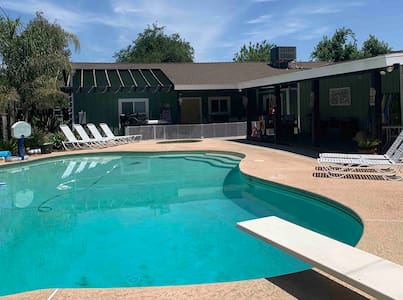 Dalrymple Delight- Pool, hot tub (Sleeps 6)