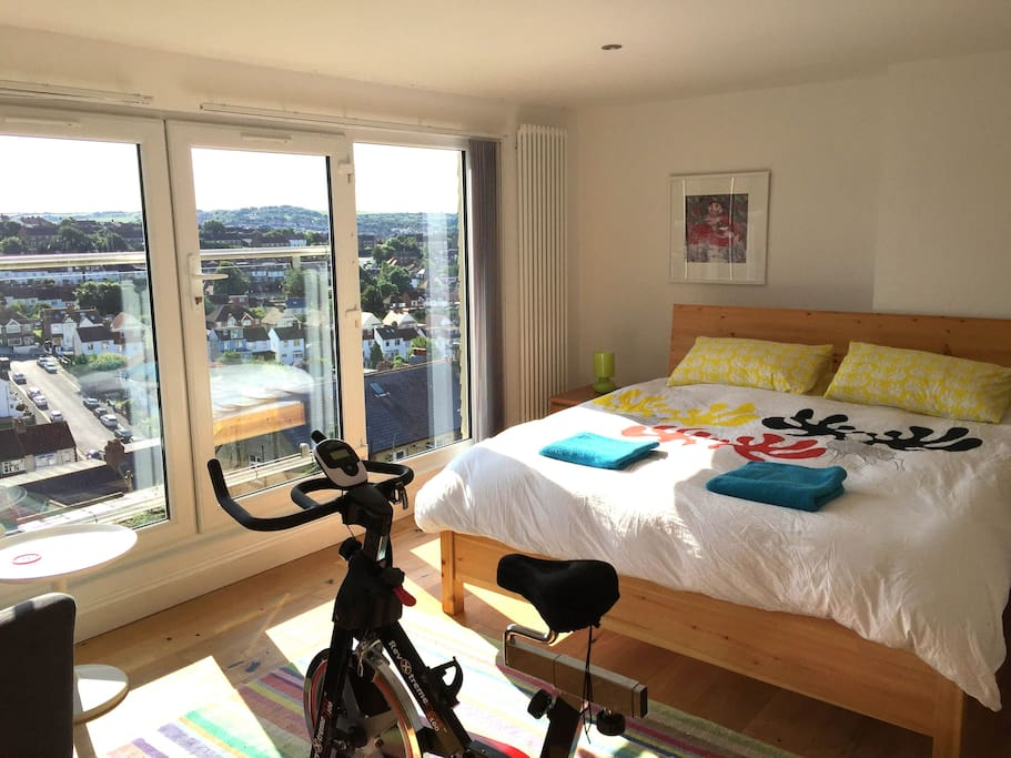 2nd floor super kingsize bed 4 with bathroom and lovely views.