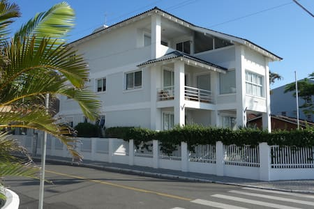 Apartamento exclusivo frente Mar, Enseada SFS/SC