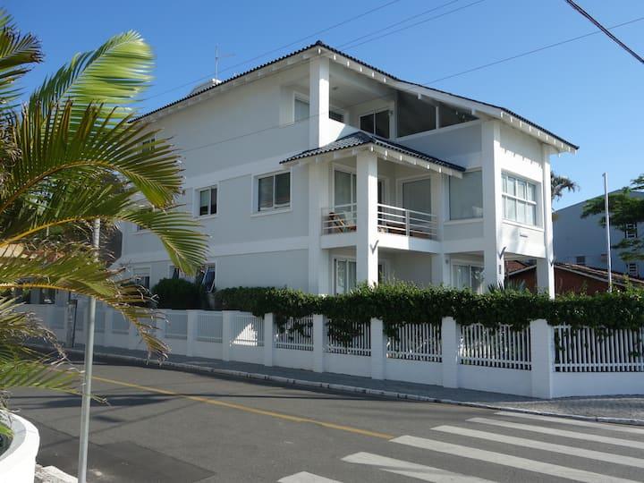 Apartamento de frente ao Mar, Enseada SFS/SC