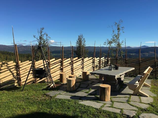 Idylliske omgivelser ved inngangen til Jotunheimen - Oppland - Srub