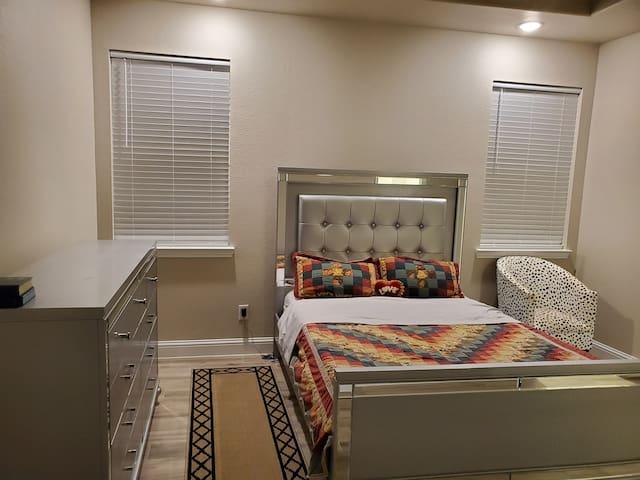 Master bedroom: 1 Queen bedroom, 2 pillows, 1 dresser, 1 bedside table/lamp, ceiling fan, and big closet