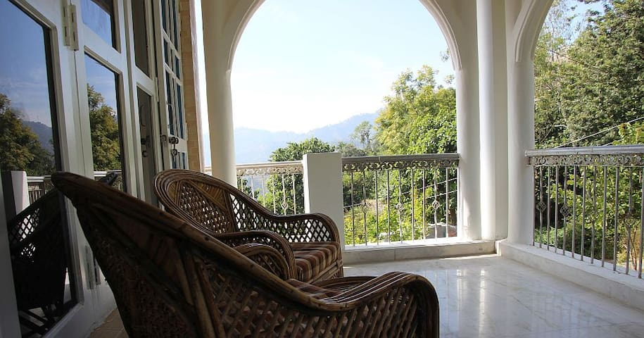 3BR Conifers Villa at Naukuchiatal