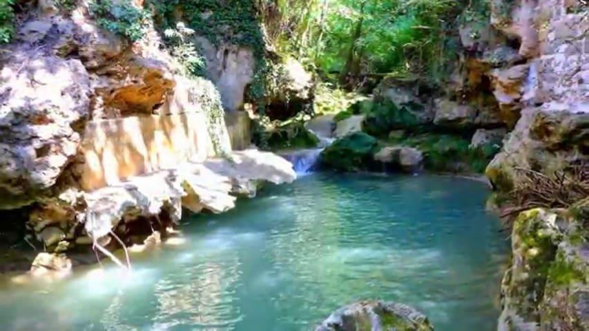 LOFT moderne, à 20 mètres de la cascade des carmes
