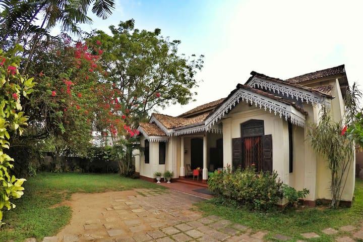 Sumudu Tourist Guest House - Room 1 - Ambalangoda