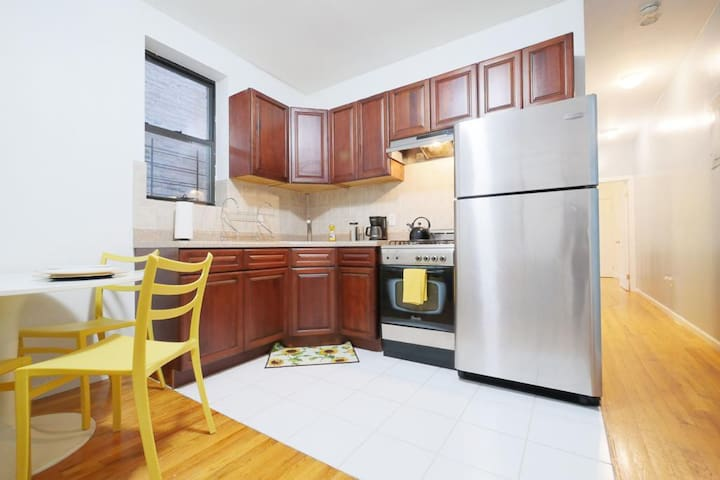 Bright Two-Bedroom Apartment- Close To Manhattan