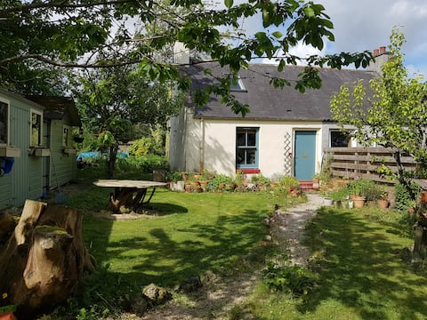 Cosy Country Cottage set in whisky country