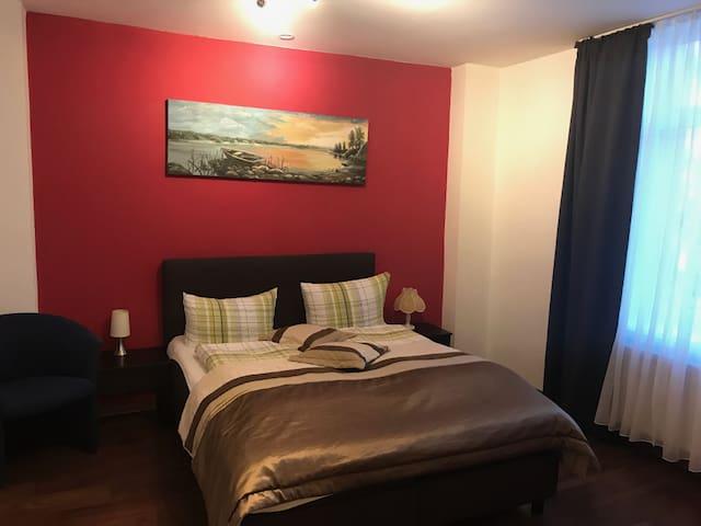 Doppelzimmer mit eiginem externen Bad mit Früh.