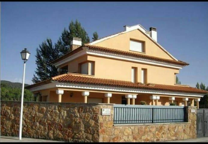 Chalet con parcela en Cuenca - Villalba de la Sierra - Hus