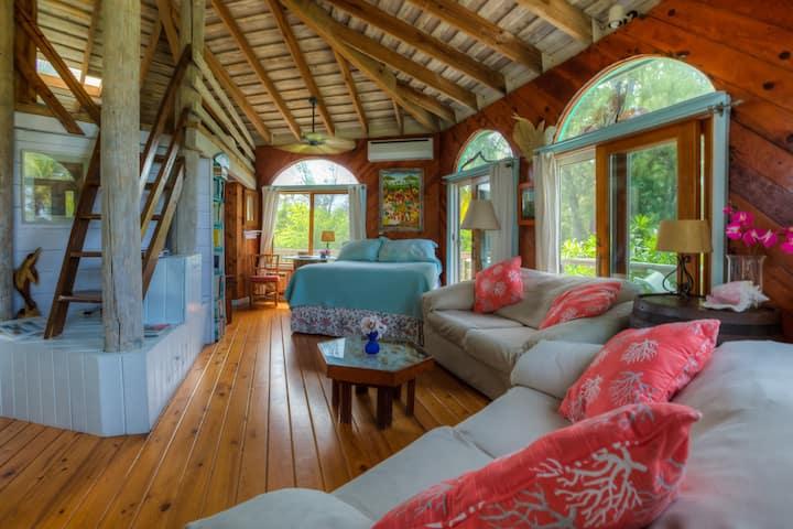 Romantic Round House, 360deck, private beach