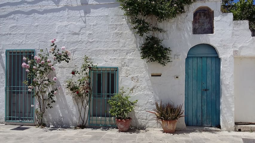 Artist's House in Typical Southern Italian Village - Bagnolo del Salento - Hus