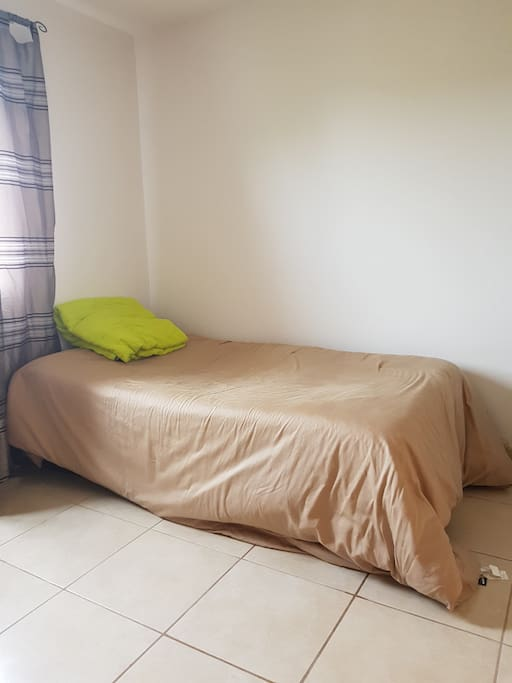Bedroom with inflatable mattress or can be changed for a double bed.