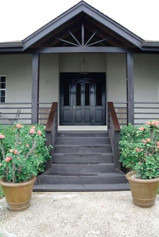 15 Colleton Gardens - Colleton - House