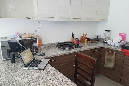 Excelente Habitación Cerca del ITESO UVM TECMILENI - San Pedro Tlaquepaque - Leilighet