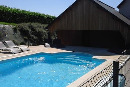 Granville, Spa, piscine chauffée, tennis, ferme.