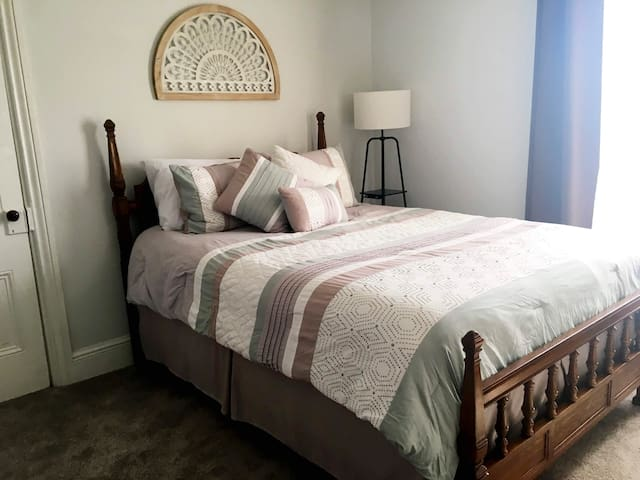 Master bedroom, Queen size. Multiple pillow options - try them all!