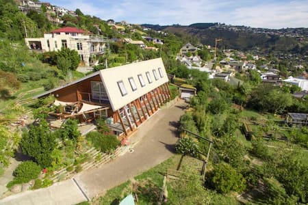 Swiss Style Chalet with City Views - Christchurch - Casa