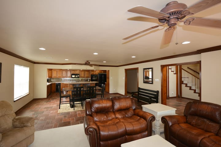 Fully furnished with office, wifi, grill and more!