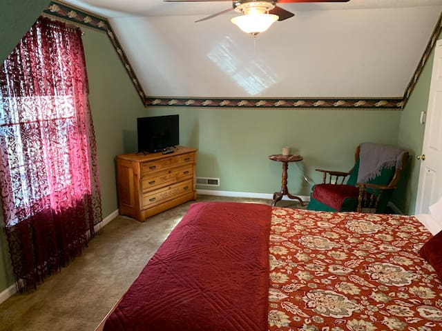 Private Suite near Ft Campbell