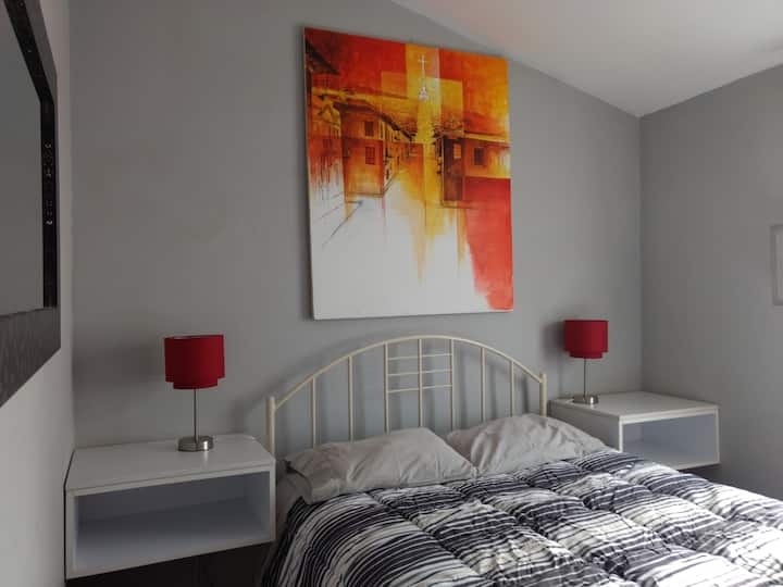 DOUBLE PRIVATE ROOM-BACKPACKERS-RESIDENTIAL AREA