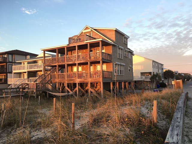 Beach House @Tiki OceanFront KING Brkfast+Cocktail