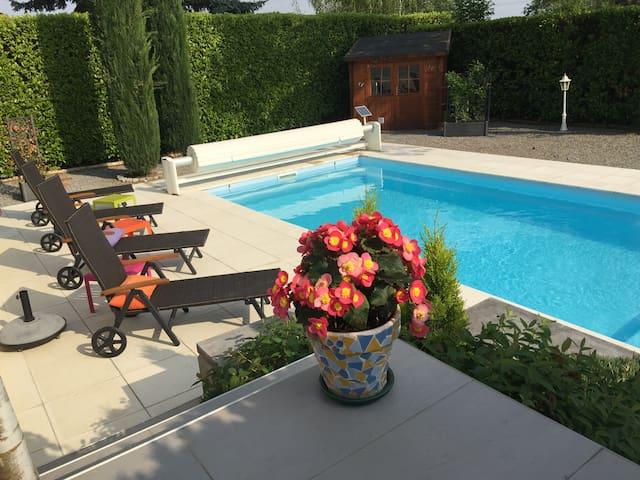 Chambre/studio, piscine chauffée et petit-déj.