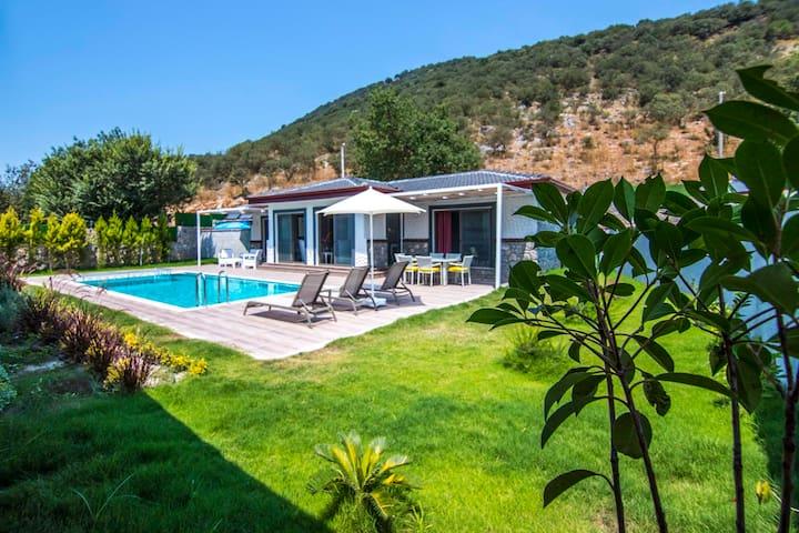 Villa Emre, Kayaköy'de Muhafazakar Jakuzili Villa