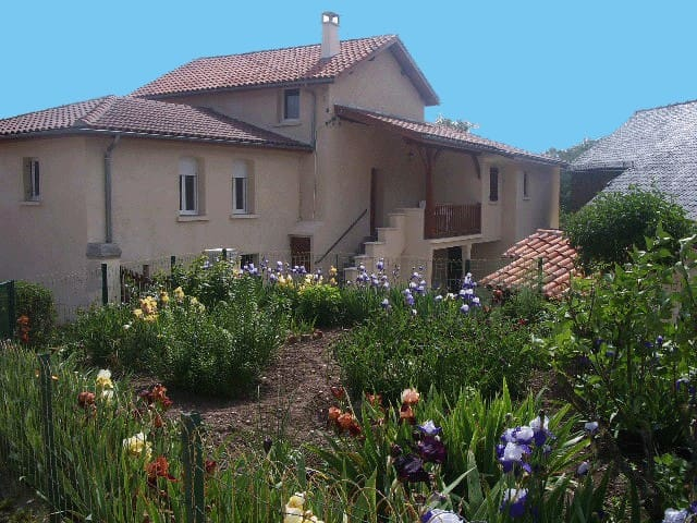 Gîte de Pérols - Livinhac-le-Haut - Huis