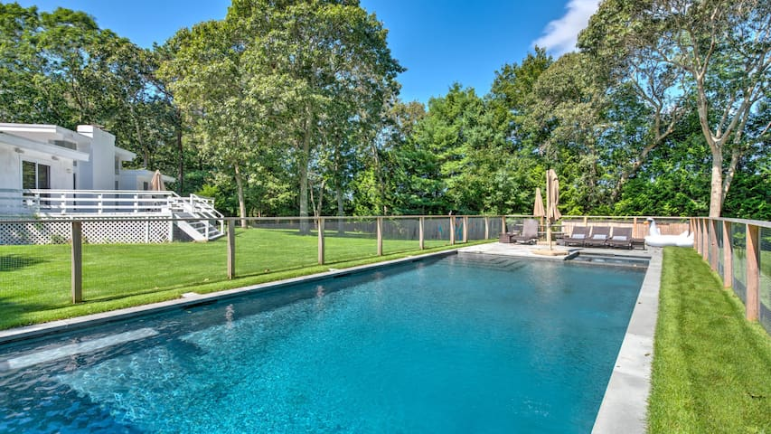 New Listing: Open Plan Mid-Century Modern Ranch, Heated Pool, Walk to Beaches and Restaurants