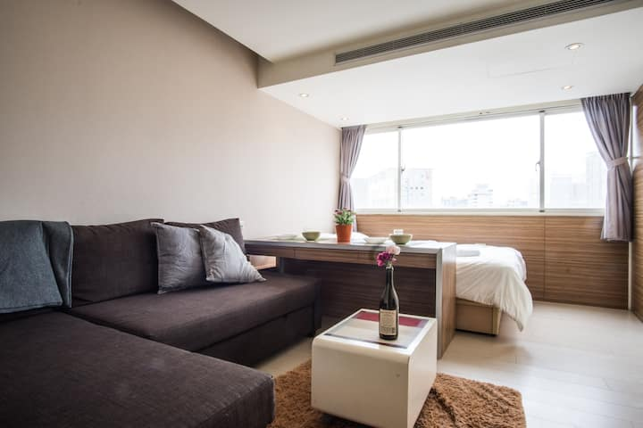 Cool apt in Amazing Location!  2 min walk to SOGO!