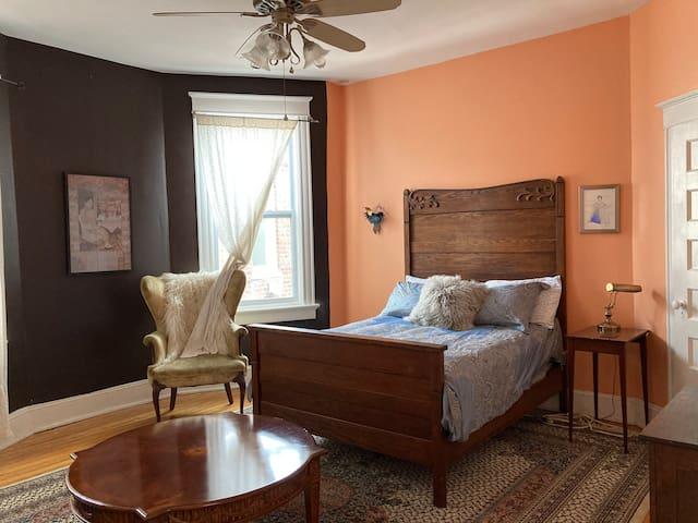 Cozy Bedroom in Historical House in the Fan