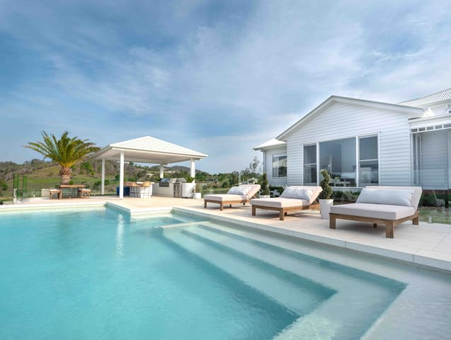 Hilltop Retreat | Heated pool! QLD residents only