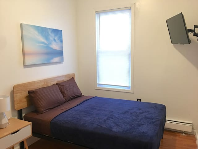 Nice room in House-Walk 2 Path Train-20 mins 2 NYC