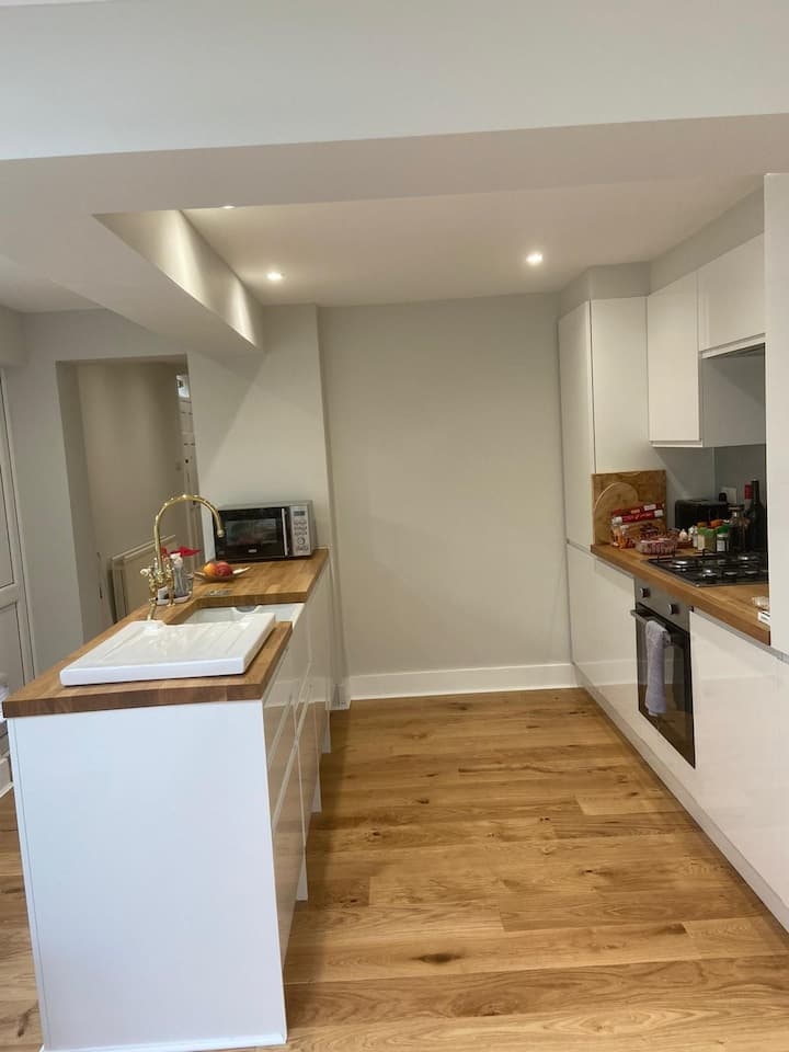 Double room in newly refurbished Victorian cottage
