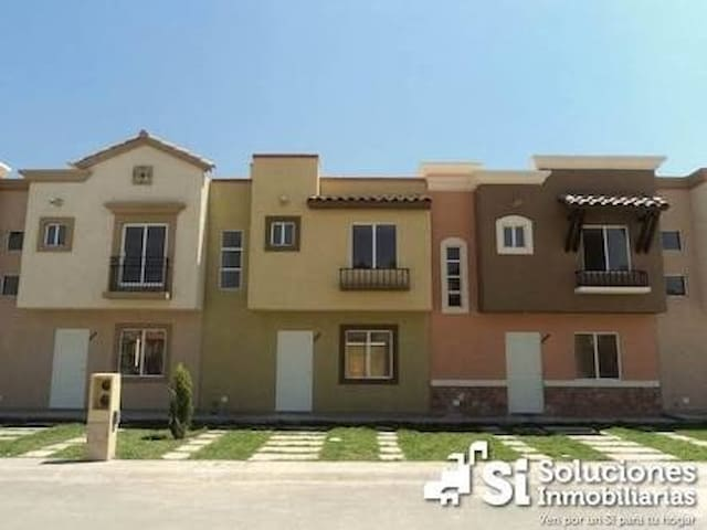House for family with absolute segurity - Pachuca de Soto - House