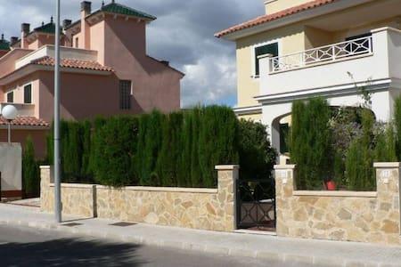 Cales de Mallorca, Carrer Cala Antena No. 71 - Cales de Mallorca - Banglo