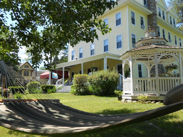 Lakeview Inn Naples Maine - minutes to Sebago Lake