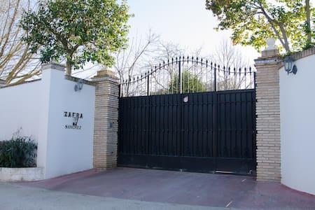 Chalet villa vacacional LOS NARANJOS - Montemayor