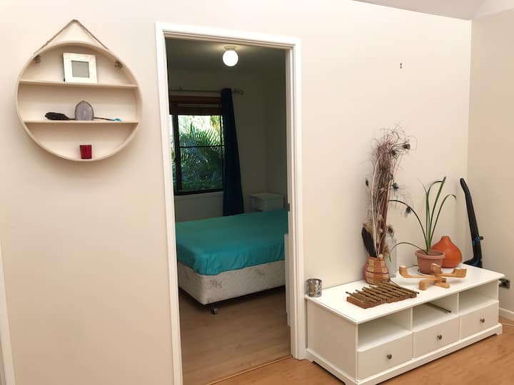 Private bedroom 5mns from the beach!