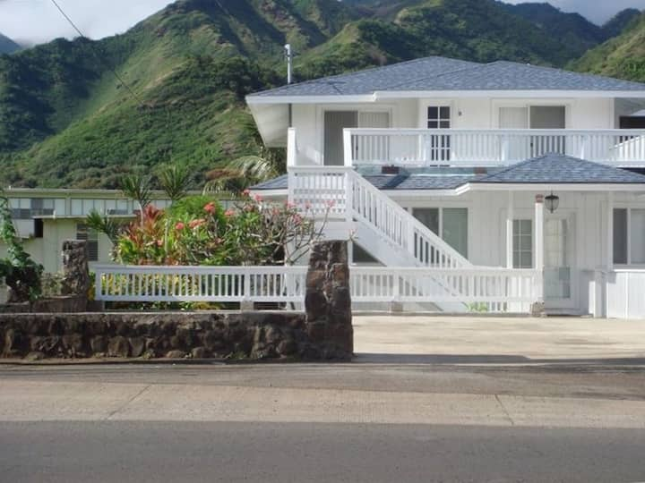 HOUSE,300/Feet to the Beach, 7/Aircon/ Bedrooms