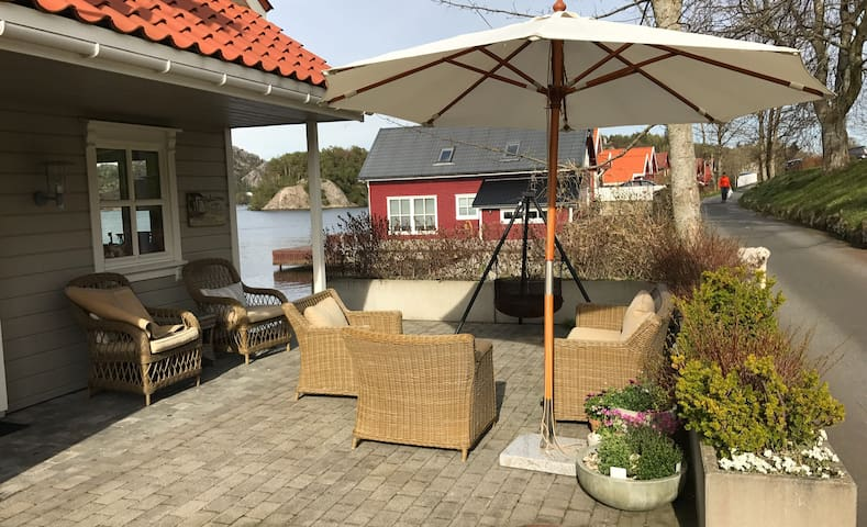 Charming summerhouse with great fjord view