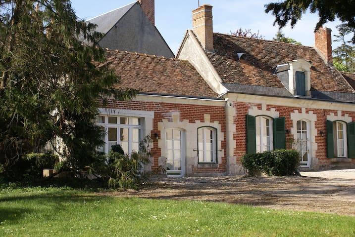 Maison très ensoleillée sur le parc - Cour-Cheverny - Hus