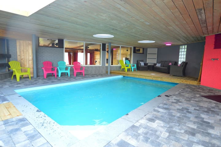 Superb house for family group with swimming pool, sauna, jacuzzi, billiards.